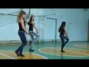 Мои девочки с гимнастическим танцем в школьном спорт зале под мою любимую песню