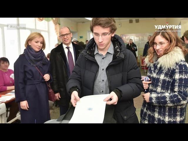 Александр Бречалов проголосовал вместе с семьей в Ижевске на выборах президента России