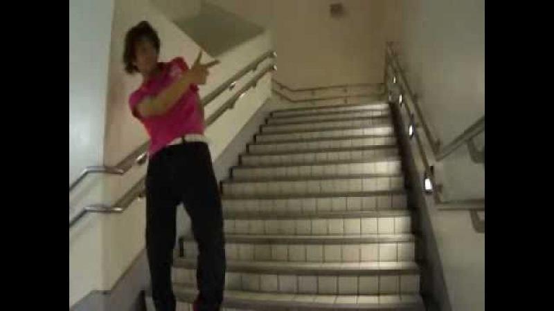 ジョジョ立ちででらかっこいい階段の降り方