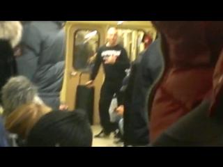 Чёткие танцы в новосибирском метро