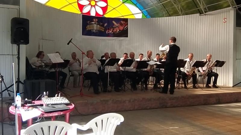 Муниципальный духовой оркестр под управлением П.Н.Дронова