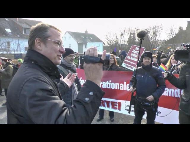 Stürzenberger interviewt linke Gegendemonstranten in Kandel