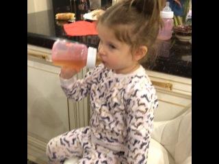 """Ксения Бородина on Instagram: """"Обожаю Пятницу, Вся семья вместе ☺️🙌🌺💋♥️ а впереди выходные 💃💃💃"""""""