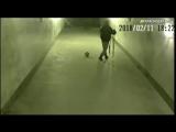В Краснодаре «инвалид» сыграл в футбол в подземном переходе
