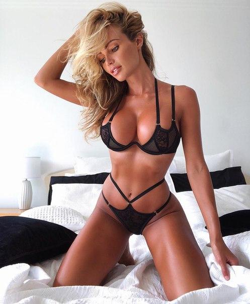 Brunette caucasian fetish masturbation peeing