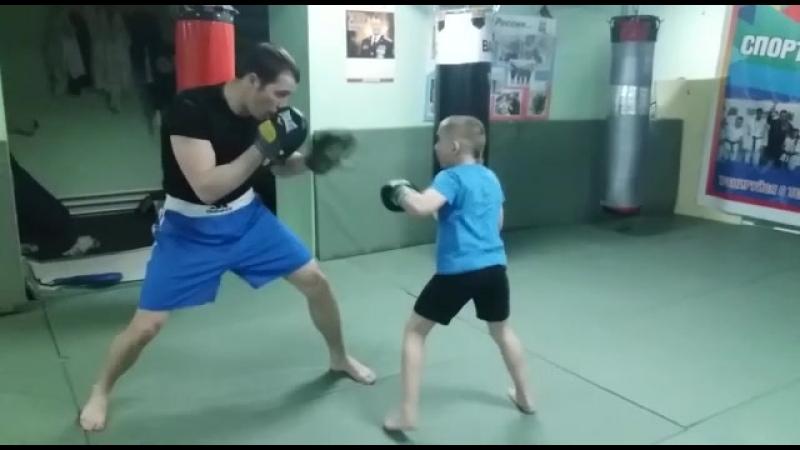 Тренировка по боксу.