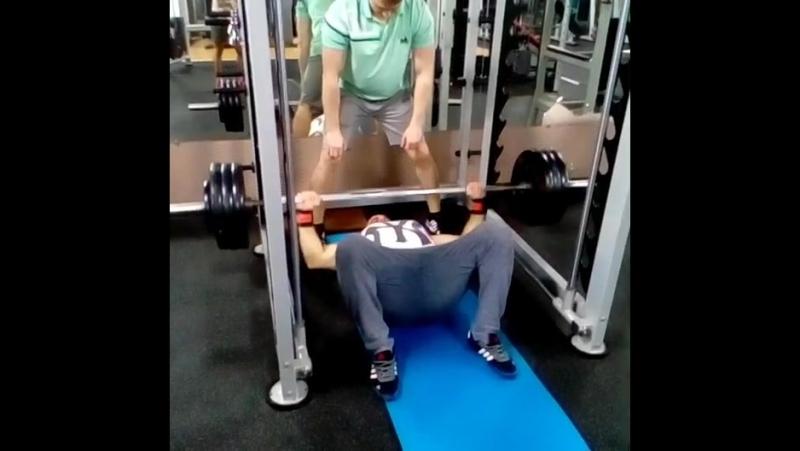 150 кг жим с пола!работа на дожим,грудные мышцы,мертвая точка в жиме!