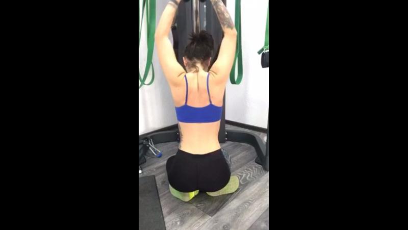 Упражнение для женщин на спину