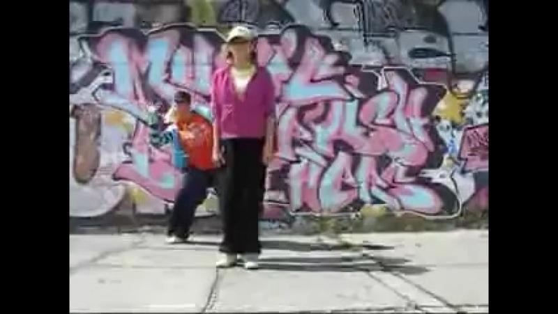 Неудачьники галимые xD посмотрите как они танцуют в обмарак упадёте )