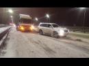 Внедорожник вытягивает фуру в Ростове 19.01.2018