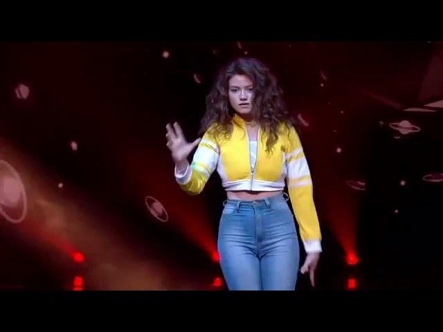 Robot Girl Dance in Hindi songs