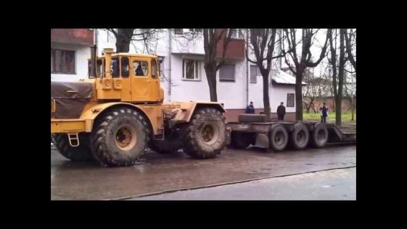 Jokes. Humour.The jumping K-701 tractor. Приколы. Прыгающий трактор К-701