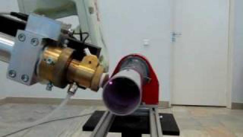 Промышленный робот с волоконным лазером для резки