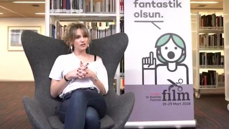 Farah Zeynep Abdullah, 14. Akbank Kısa Film Festivali dahilinde 19 Martta Akbank Sanattaydı. Sinema çalışmalarını anlatan oyun