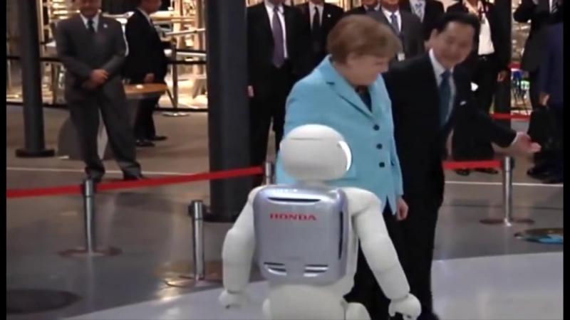 Merkel vacilada por un robot en una visita a Japón [720p]