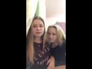 два роговых лесбиянки практикуют поцелуй на перископе 2