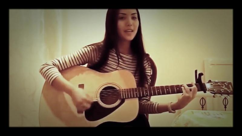 Девушка играет на гитаре Твои карие глаза