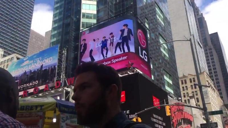 BTS x LG 광고! - 이젠 뉴욕 타임스퀘어도 방탄소년단꺼. - BTS, you own Times Square NYC! - @BTS_twt @TimesSquareNYC @LGMobileGlobal