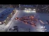 Норильск устроил флешмоб из автомобилей. Автоёлка