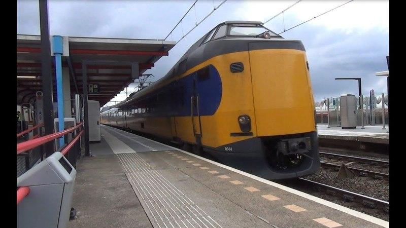 ICMm 4044 4071 4224 komen door station Almere Buiten