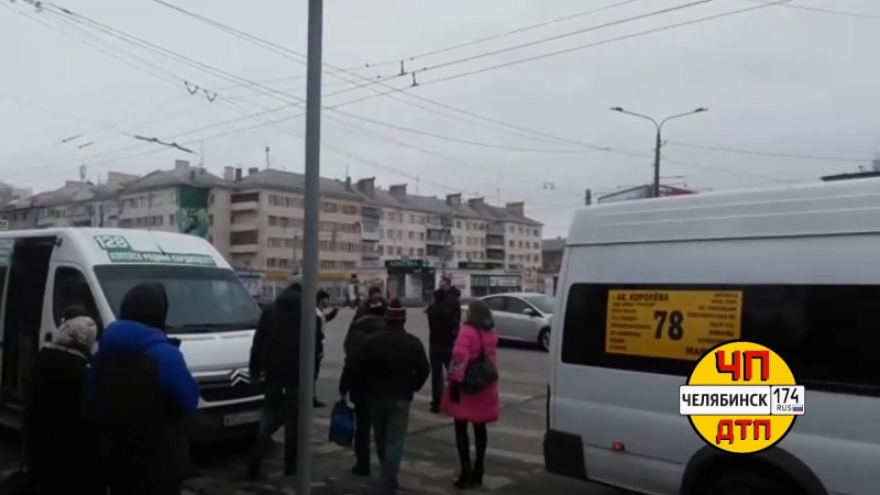 Потасовка между маршрутчиками и пешеходами в Челябинске, 18 марта