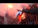 В Киеве радикалы напали на здание Россотрудничества и сожгли российский флаг