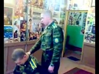 *** Майор ВДВ учит курсантов- десантников этикету