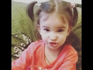 Часть 1.Нашла видео, где дочка читает к Новому Году Дело было в январе Мой любимый сладенький голосочек❤