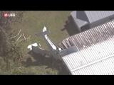 Американский самолет упал на дом