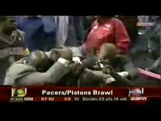 Самая жестока драка в истории НБА. Рон Артест против города Детройта....смотреть до конца