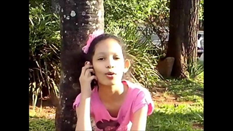 Emilly atuando na musica da adele-hello