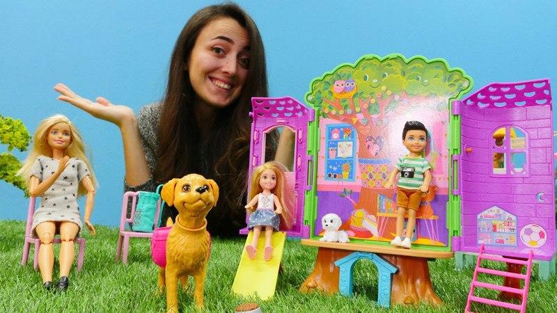 Sevcan Barbie ve Chelseayi yeni açılan parka çağırıyor. Kız oyunları