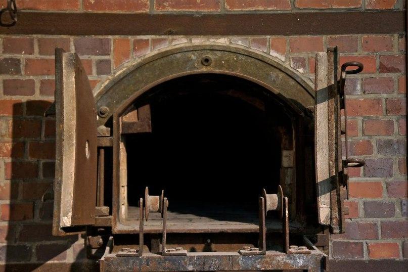 Печи в крематории «Барака X» бывшего нацистского концлагеря Дахау. Бавария, Германия. Getty Images/Richard Blanchard