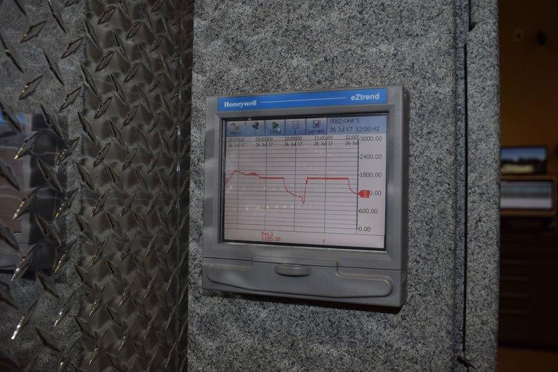 Экран оборудования крематория Роузхилл. CAREN CHESLER