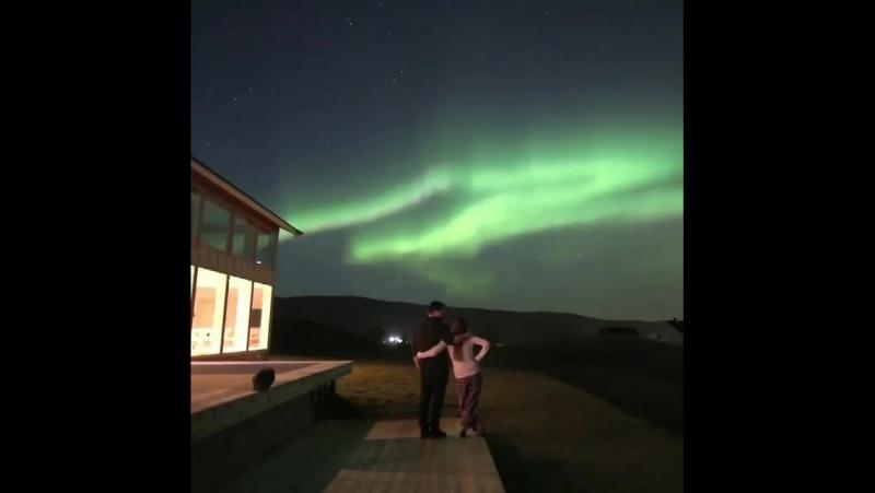 Этот волшебный, но в то же время реальный момент, когда можешь наблюдать северное сияние прямо со своего дома.