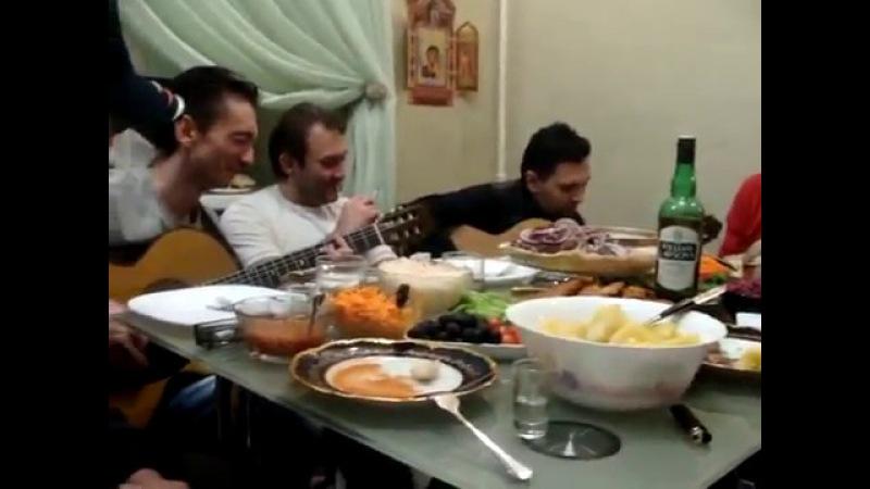 Цыгани за столом поют сухая верба