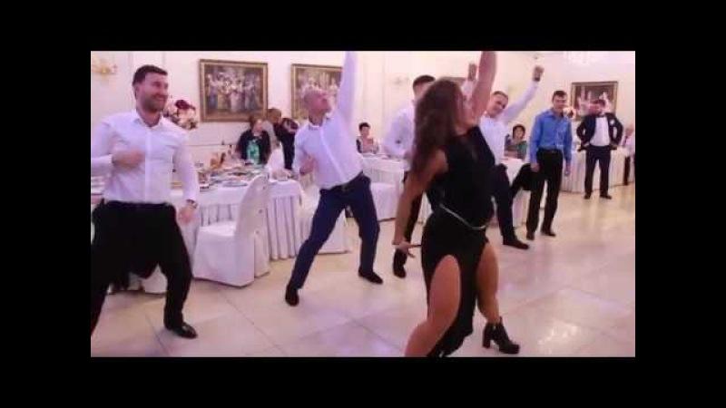 Прикольный танцевальный батл на CВАДЬБЕ. Приколы на свадьбе