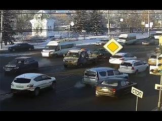 Момент ДТП в районе Театральной площади (18.12.2017)