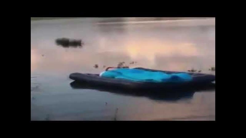 Broma en el lago Jeguin Fulero. joke, шутка, 笑話
