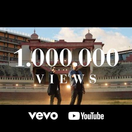 """Cali Y El Dandee on Instagram """"¡Muchas gracias por todo su apoyo! Ya llegamos al primer millón de vistas en youtube 🎉 💮🎥 SirenaCyD CaliyElDandee..."""