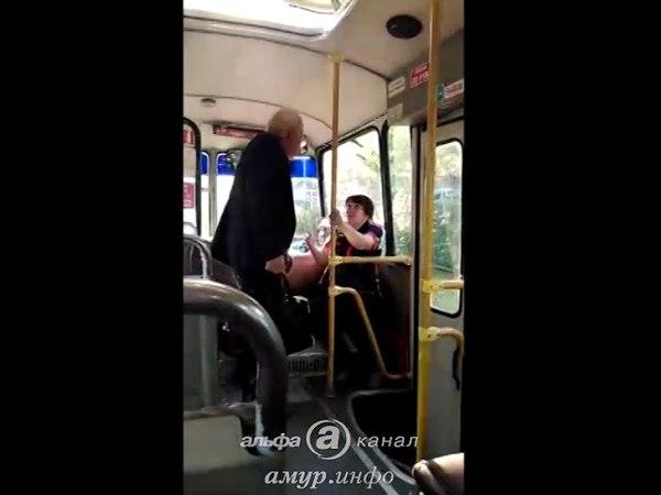 Останавливай, а то убью: в Белогорске пожилой пассажир набросился на водителя автобуса