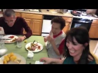 Бабуля, не корми собаку со стола