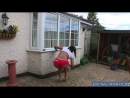 24 Сексуальная мамка с шикарной фигурой вышла из дома почти голая на радость соседу извращенцу
