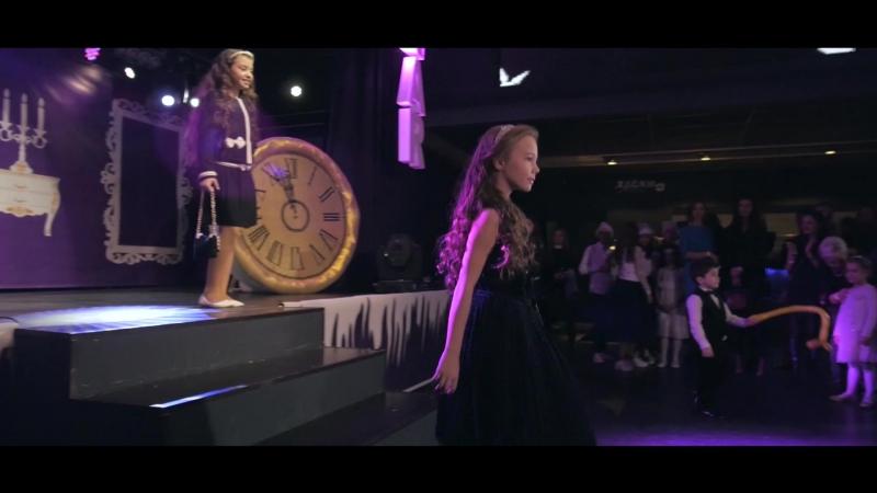 Новогодняя Елка Кенгуру Модный показ от STARKIDS