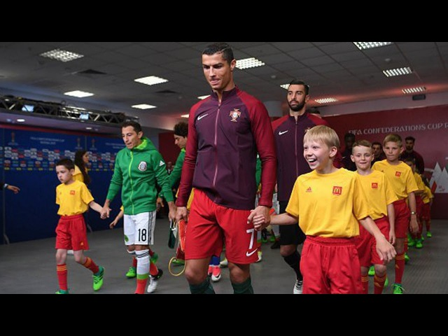 When kids meet their Heroes ● Emotional Moments