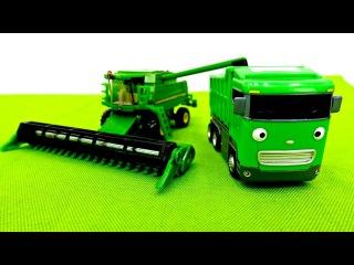 Helfer Autos auf dem Bauernhof. Spielzeugautos für Kinder.