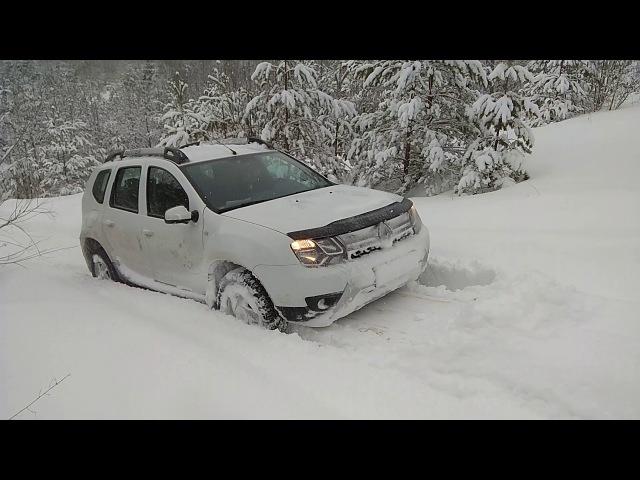 Рено Дастер по мокрому снегу в крутую гору