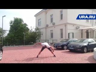 Беглый уральский олигарх делает зарядку у российского посольства в Хорватии