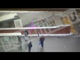 Видео наезда автобуса на людей в подземном переходе в Москве