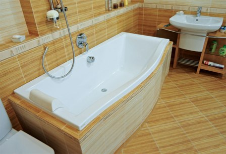 Установка акриловой ванны – картинка 1